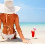 Donne – moda: la prossima estate niente abbronzatura, il pallore ha la meglio