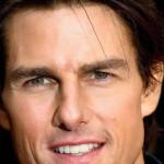Tom Cruise a torso nudo fa rivivere il rock Anni '80