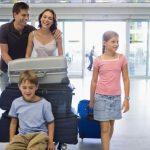 Cosa fare quando bisogna prendere l'aereo con i figli?