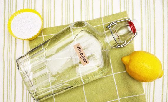 eliminare i cattivi odori con l'aceto