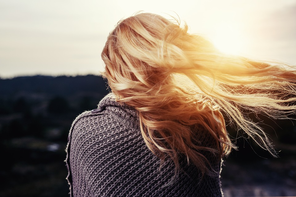 come proteggere i capelli estate