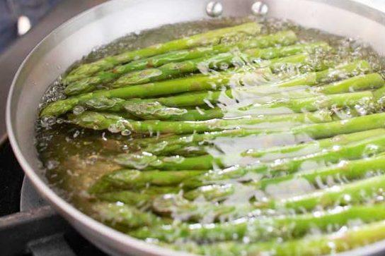 acqua di cottura asparagi fa bene