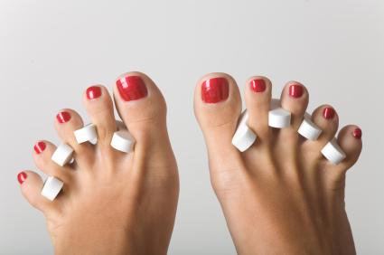 come applicare lo smalto sui piedi