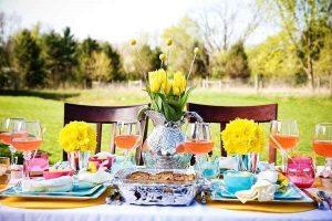 idee regalo festa mamma pranzo all'aperto tavola primaverile