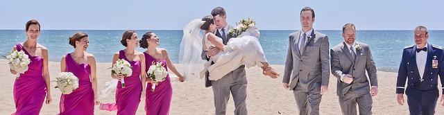 sposi e testimoni matrimonio spiaggia